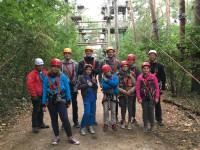 Die Betreuer und Teilnehmer im Kletterpark
